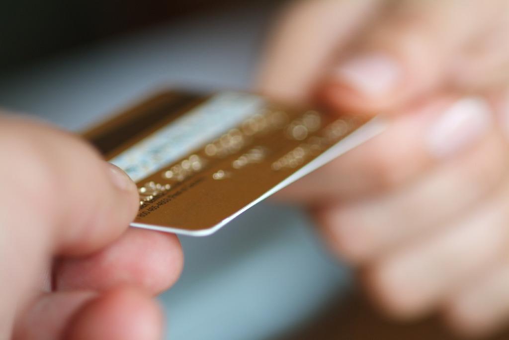 Credit card 2 hands