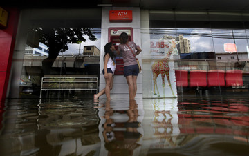 Small pic thailand flood 1027 20
